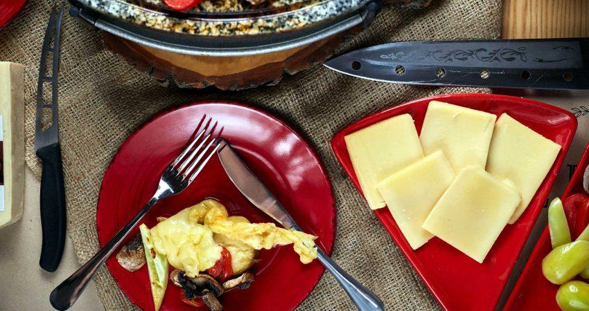 Saison-Tipp: Bio-Raclette von der regionalen Bergkäserei